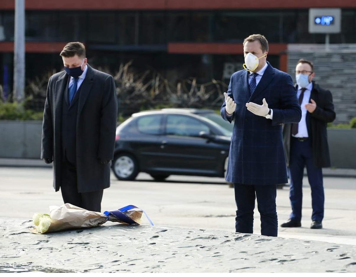 Dan opsade: Predsjedavajući Gavrić i gradonačelnik Skaka položili cvijeće na spomen-obilježja
