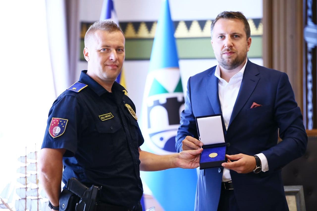 Gradonačelnik Skaka primio policajca Nihada Zolja: Vaša profesionalna i hrabra reakcija šalje važnu poruku građanima Sarajeva