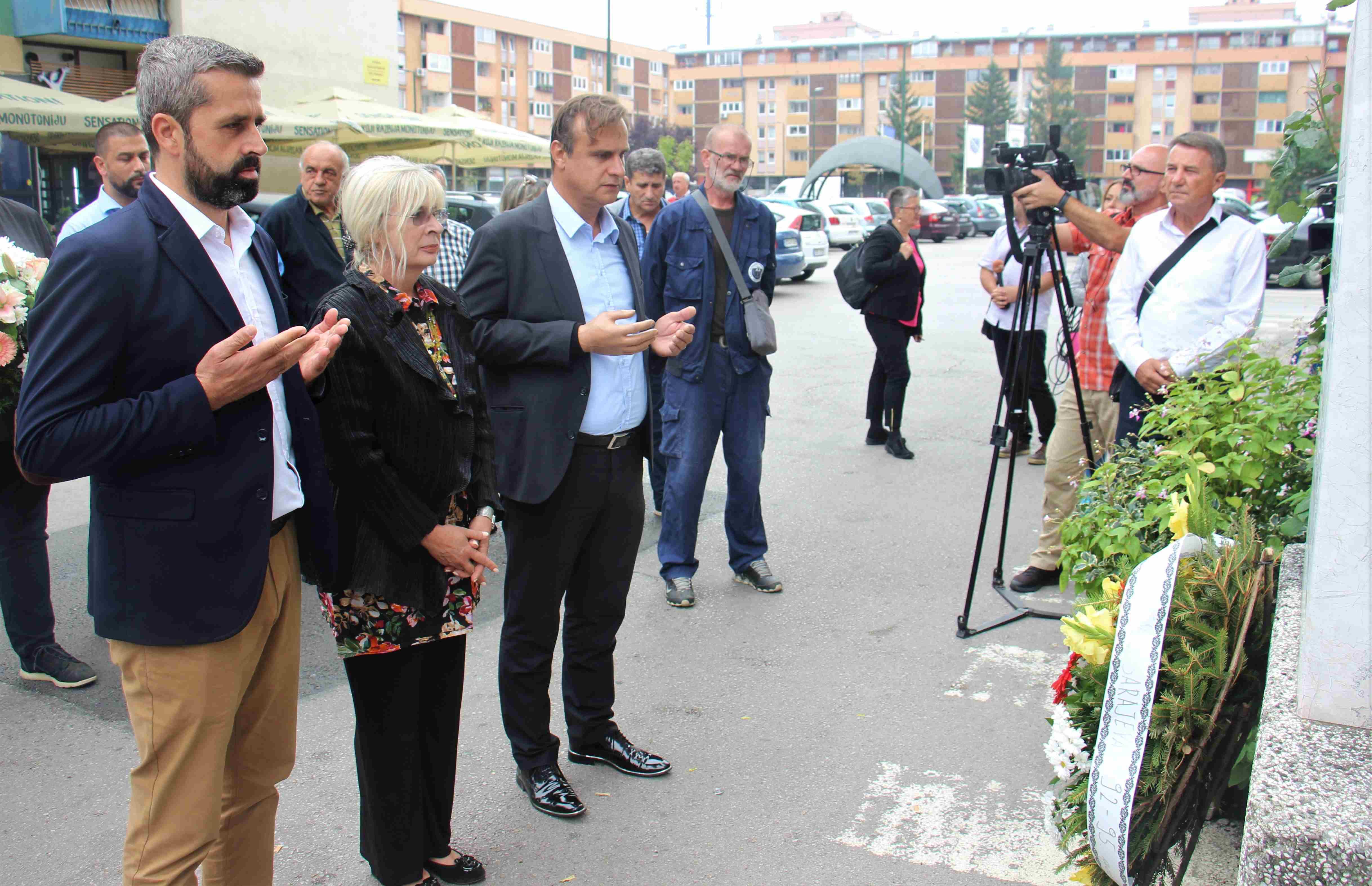 Obilježena godišnjica stradanja šest civila na Trgu heroja