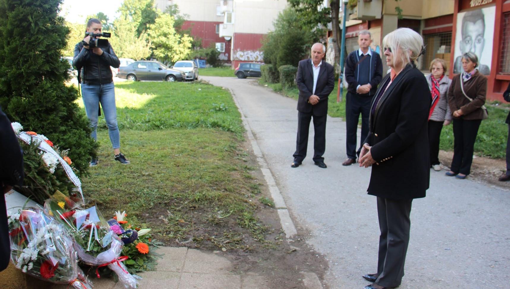 Godišnjica ubistva šest naših sugrađana na Trgu ZAVNOBiH-a